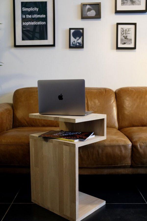 Table d'appoint pour salon permettant de poser un ordinateur portable