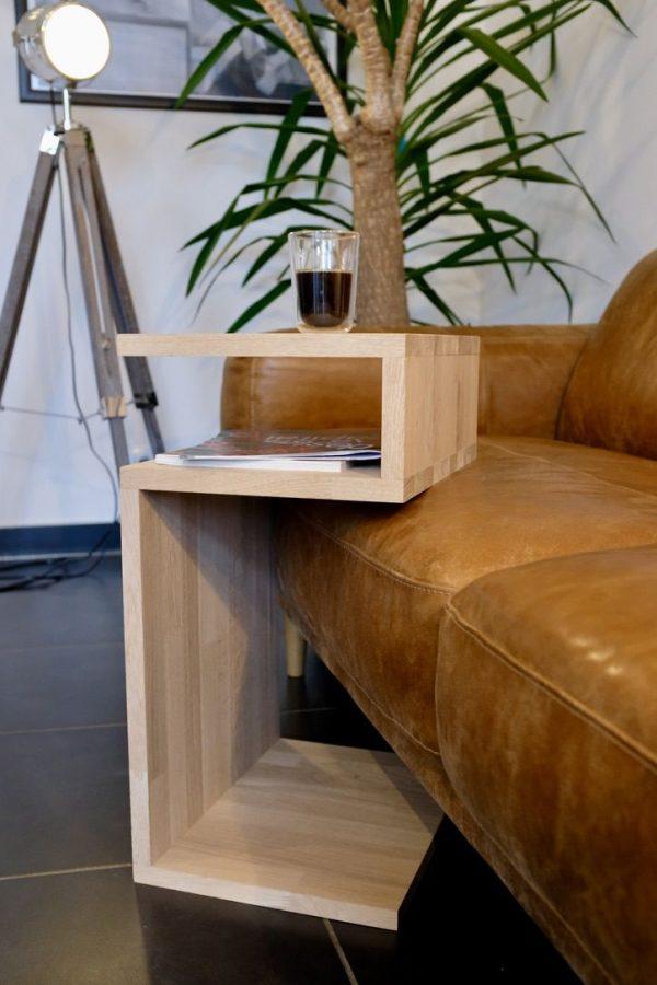 Table d'appoint en bois pour salon s'adaptant à la hauteur du canapé